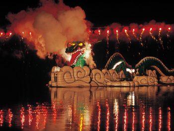 大蛇退治の伝説を艶やかに再現「沼沢湖水まつり」