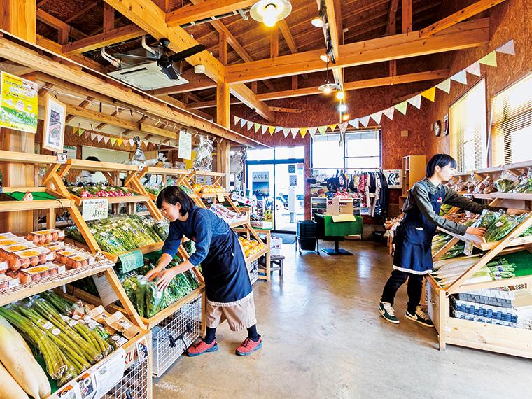季節の食材が並ぶ店内。「ここたま」は10個入り540円から