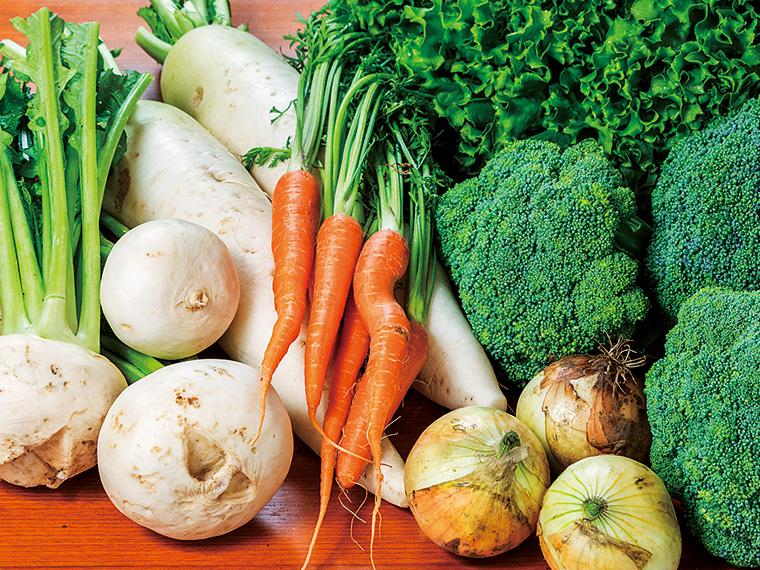みずみずしい野菜が手頃な価格で購入できる。季節や天候などにより価格は変動するが、写真の野菜は100円から130円ほどで販売。旬の味覚が楽しめる
