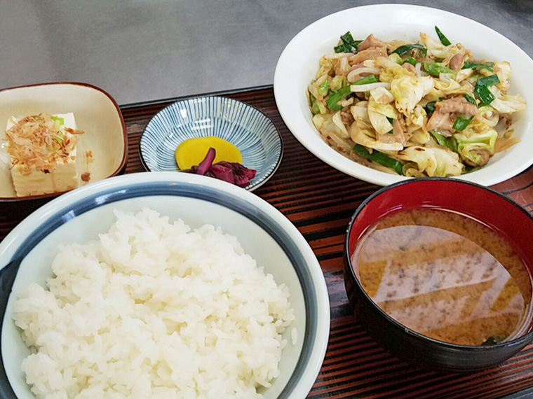 ホルモン炒め定食(800円)