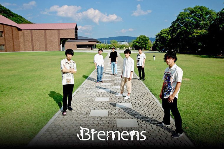 メンバーは6人。左から森田千理(Vo)、斉藤鷹介(Dr)、松井芳樹(Ba)、霜山 慧(Gt)、高野恭輔(Key)、加藤大稀(Gt)