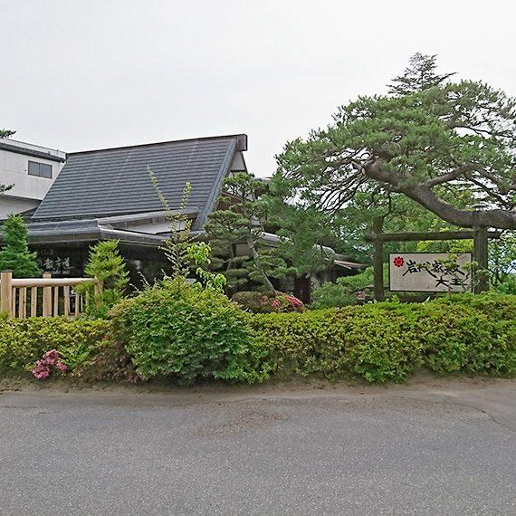 菓子店「桃里庵」が敷地内に併設されています