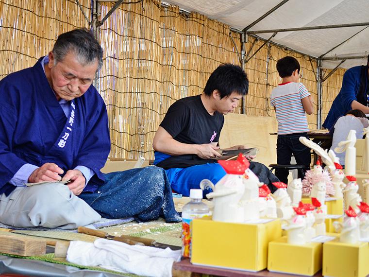 木彫玩具「笹野一刀彫」の展示の様子