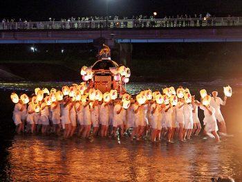 白河市の夜を提灯行列がゆく!武家文化を引き継ぐ祭りを堪能しよう