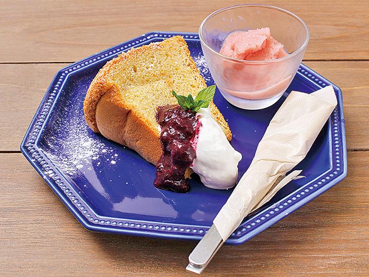 「本日のデザートプレート」(300円)。写真は、米粉で作るシフォンケーキ。甘酒を入れて作るブルーベリージャムをつけていただこう