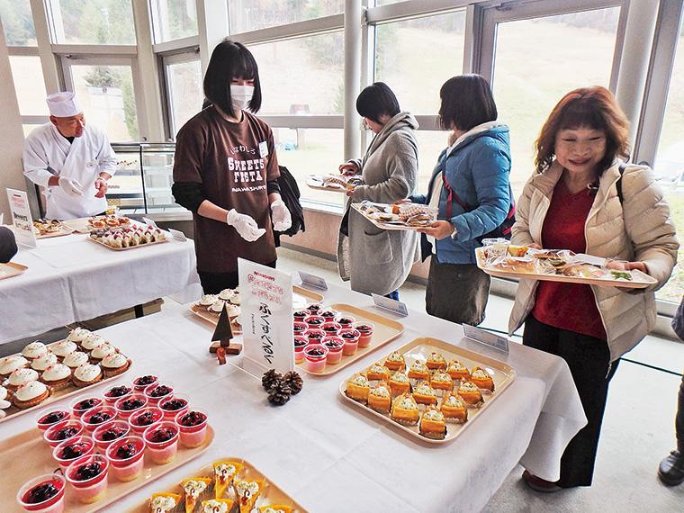 当日は生演奏を聞きながらおいしいスイーツを味わえるほか、お菓子作り無料体験やお楽しみ抽選会も実施される