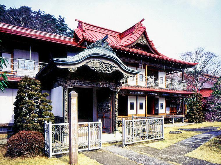 明治時代に造られた蛇の鼻御殿は国登録有形文化財。精巧な建築技術が施された館内はまるで美術館のよう