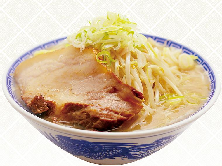 「伏竜らーめん(醤油・並)」(670円)。豚骨ベースのスープに醤油ダレを加え、野菜の甘みを引き出した定番メニュー。他に、塩・みそもある
