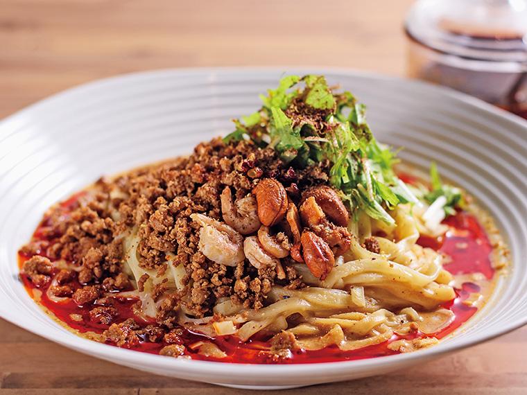 「担担麺」(汁なし・850円)。一番人気の「汁なし」。もちもちの北海道産小麦を使用した平打ち麺に特製のゴマダレとラー油が良く絡み、ヤミツキに!
