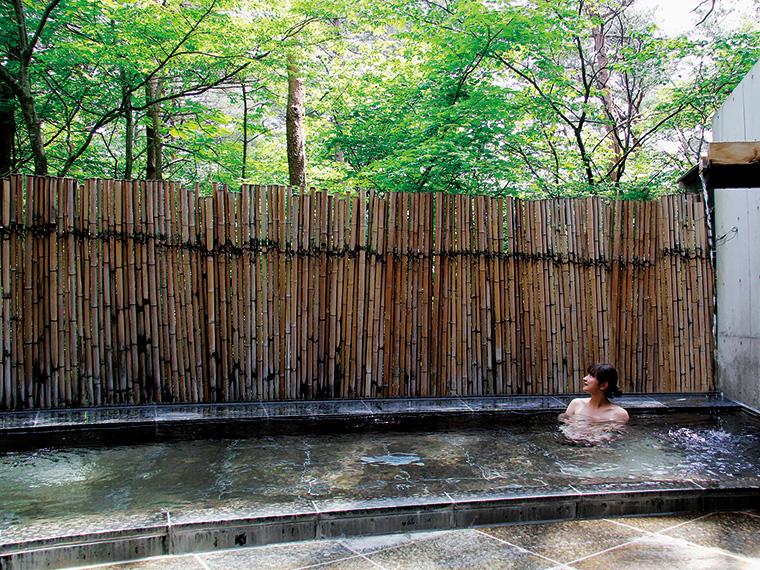 サラサラと揺れる木々の音に耳をすませたり、風を感じたりできるのは露天風呂ならでは。『フォレストパークあだたら』は、とろりとした美肌効果の見込める温泉なので、ママのお肌もつるつるに!