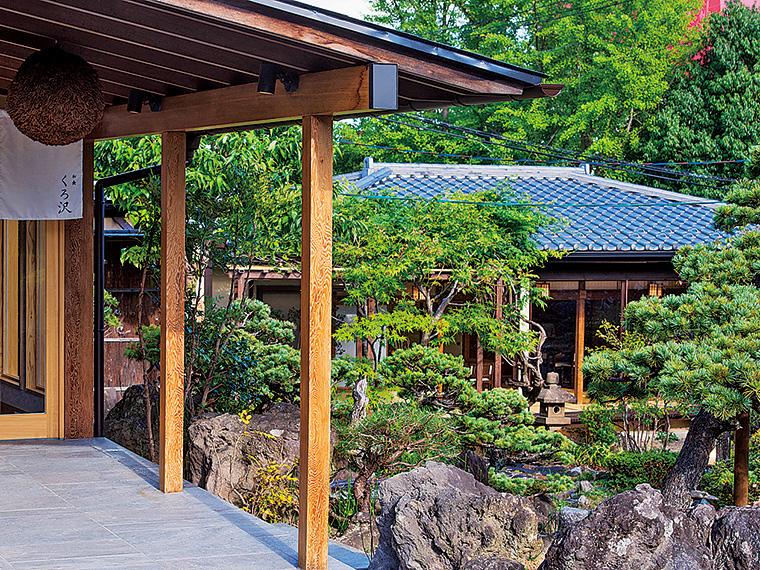 日本庭園を挟んで2棟あり、最大100名まで収容できる