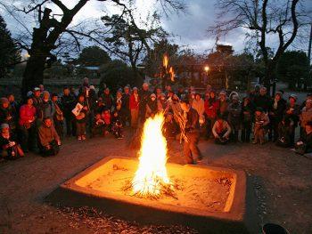 須賀川市で牡丹を供養する『牡丹焚火』。歴史ある行事に立ち会おう