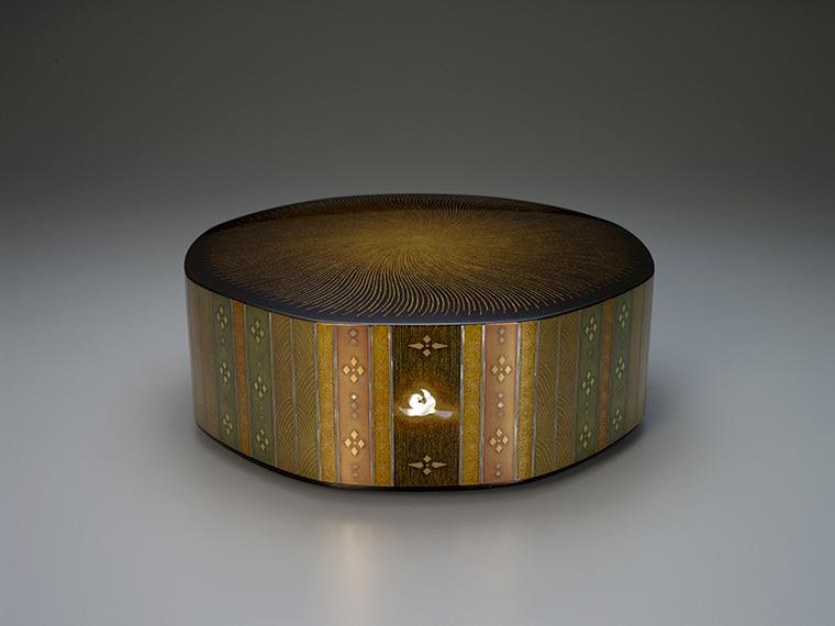 室瀬和美≪蒔絵螺鈿八稜箱「彩光」≫平成12年 文化庁蔵