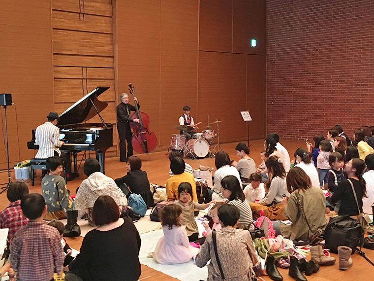 会津若松市と仙台市の公演ではピアノ、ギター、ドラムスの編成となる(写真はピアノ、ベース、ドラムス)