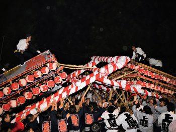 揺れる灯、轟く太鼓の音!湯の町沸騰の「けんか祭り」