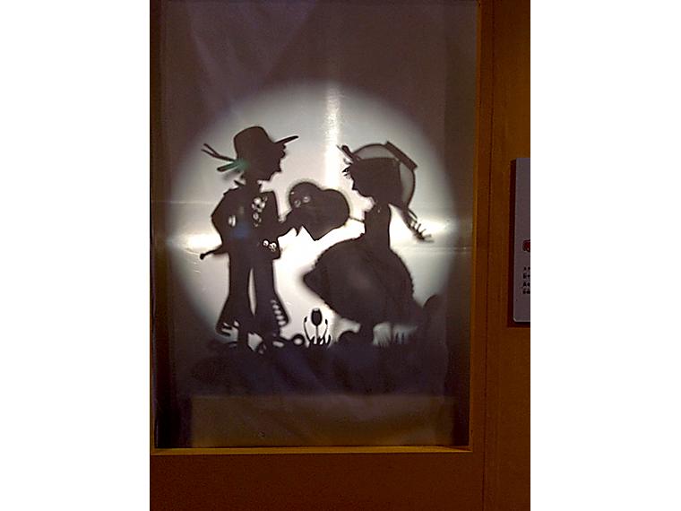 映し出された影の正体とは…?