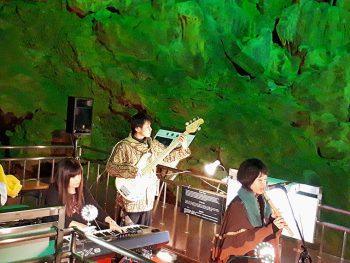 「あぶくま洞」内でコンサートを開催。天然の音響効果も楽しもう
