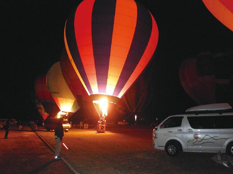 「大崎耕土」が世界農業遺産に認定されたことを祝い、11月24日(土)17時からは、「バルーングロー」と花火の打ち上げもあり。光が灯りまるで大型の提灯のような熱気球が見られる