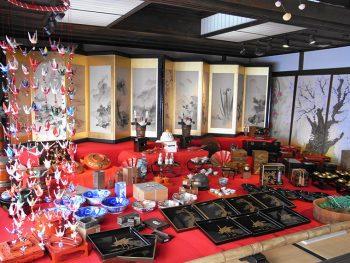"""「齋理屋敷」で正月を祝う""""おめでたい""""品々を展示。雑煮の振る舞いも"""
