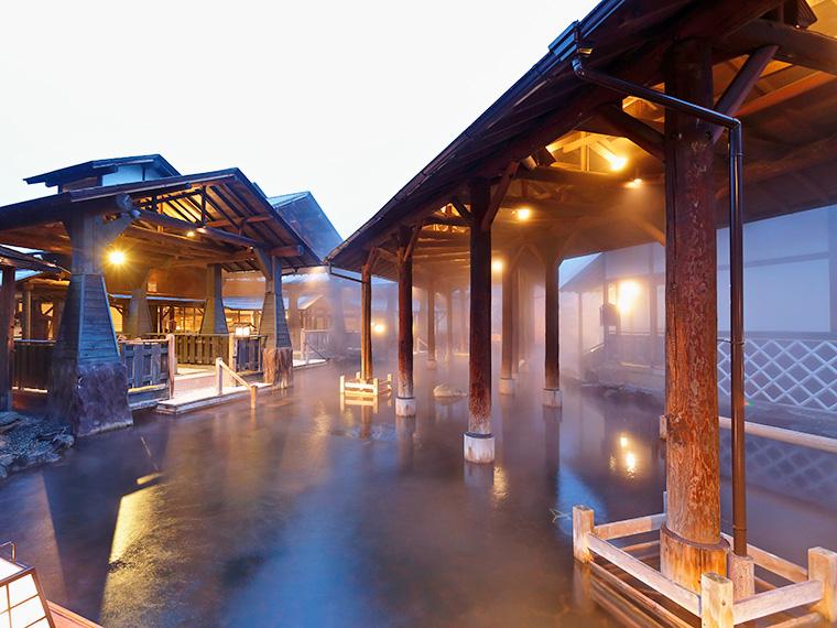 江戸情緒あふれるパーク内の大露天風呂「与市」