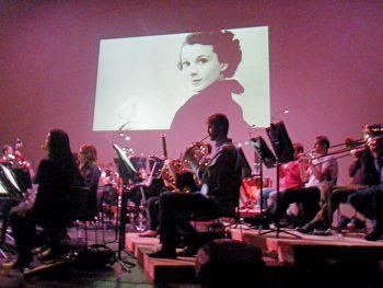 ハリウッド映画の音楽をオーケストラで。スクリーン上映も楽しめる