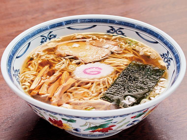 「中華そば」(600円)。朝から6時間かけて作るスープは、米沢の老舗「平山孫兵衛商店」の醤油で味付け。透明感のあるスッキリした味わいが魅力