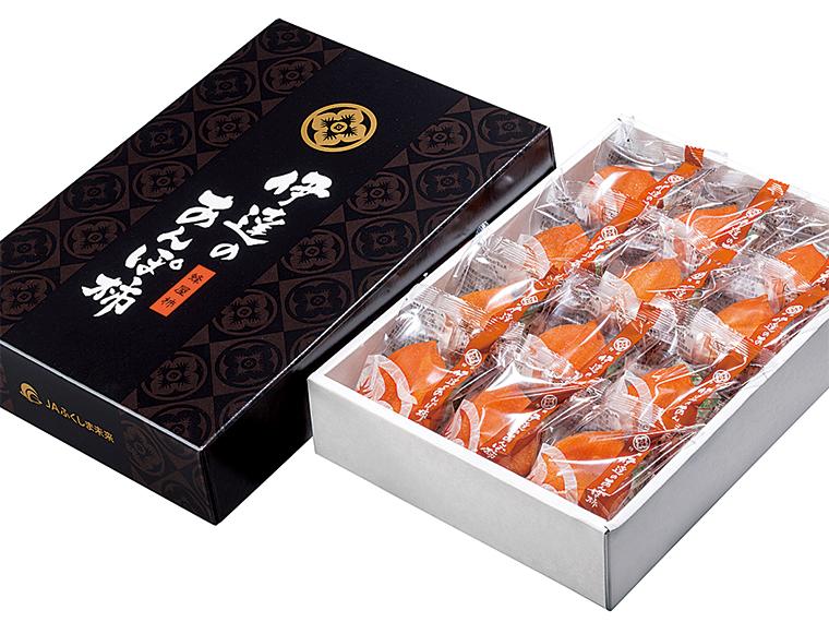 高品質で大玉のものだけを厳選した化粧箱入りの「伊達のあんぽ柿」(3,800円)。贈り物で喜ばれること請け合い