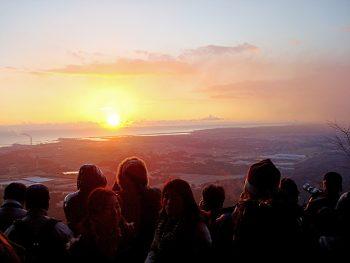 太平洋から昇る初日の出を新地町・鹿狼山で迎えよう