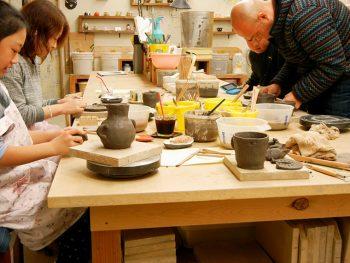 カフェ&ギャラリー併設の陶芸教室。癒し空間でゆったりと陶芸を学ぼう