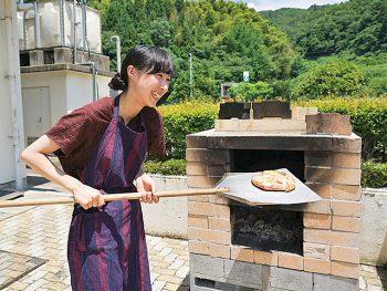 川俣町の廃校を再利用した施設で、ピザ焼き体験や宿泊ができる!