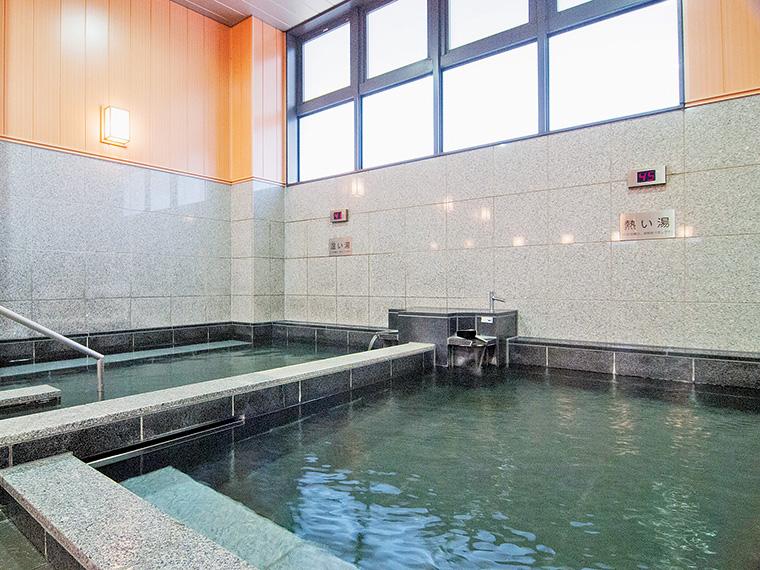 写真は波来湯。施設の隣には手湯・足湯などが整備された「波来湯公園」もある