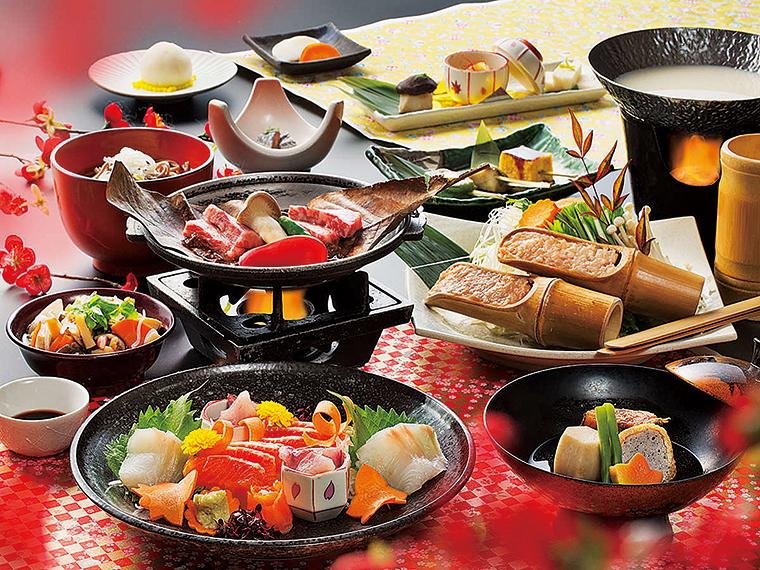 地元で採れた旬の厳選食材を昔ながらの調理法で仕上げ、郷土料理と会席料理の融合をテーマにした「会津郷土会席料理」として供される。写真は冬の夕食の一例。献立内容は仕入れによって異なる