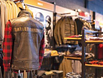 ジャケットや帽子などが入った福袋とパーツ類が最大30%割引のセール開催