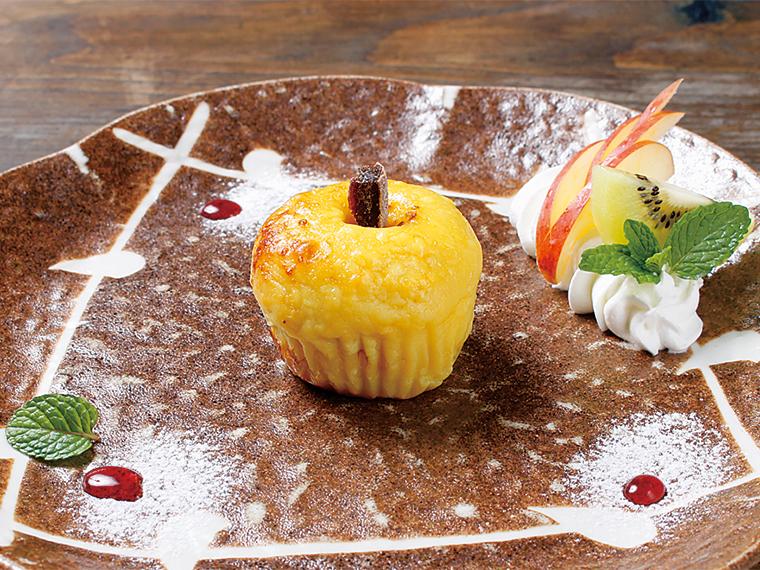 リンゴをスイートポテトで包んだ「夢見るりんご」(470円)