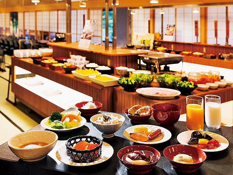 郷土色の強い料理が並ぶ朝食バイキング
