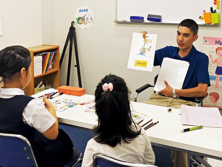 0歳から4歳までに英語に触れさせることを推奨する。キッズクラスで楽しくレッスン!