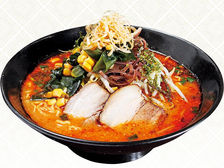 「わたべ辛し 味噌あじ(中辛)」(750円)。特製の辛味噌を初めからスープに混ぜて提供。ボリュームもある。自分で辛味噌を溶かしながら食べる「山形からみそ」も