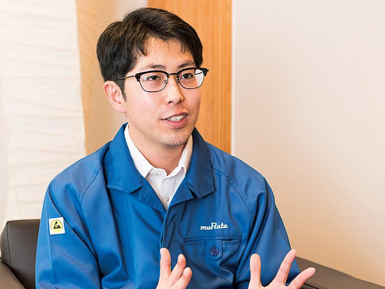 生産技術担当の川田茂人さん。長いときは3ヵ月ほどシンガポールへ出張することも。休日はドライブを楽しんでいる