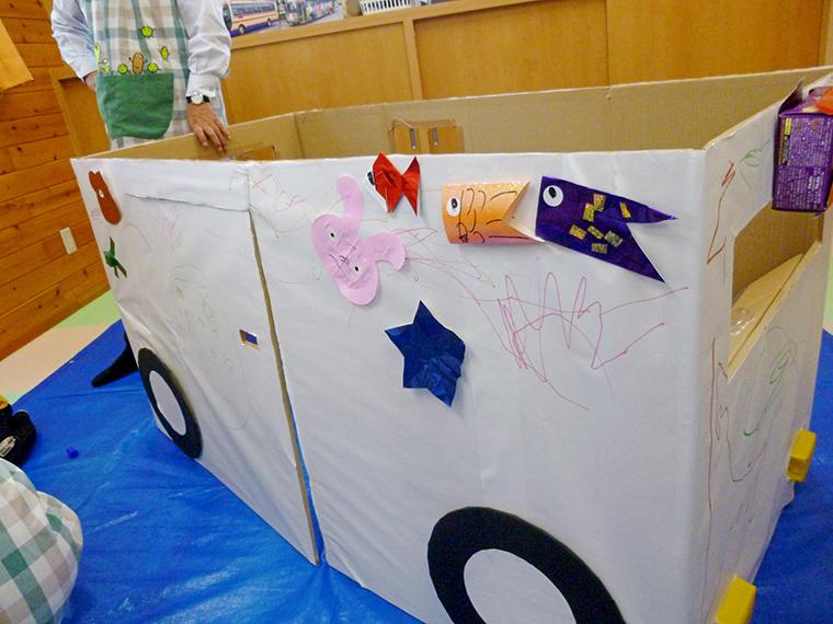 相談中は子どもたちも思いっきり遊べる。遊具の中には、子どもたちの作品も!