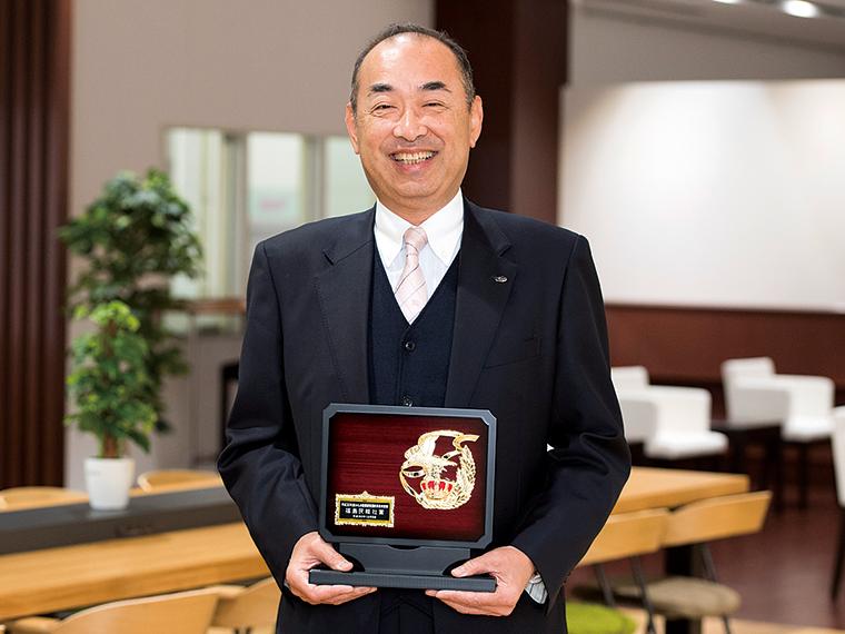 「自分らしく働いてほしい」と微笑む内田代表取締役社長。昨年、健康経営優良事業所として福島県から認定を受けた