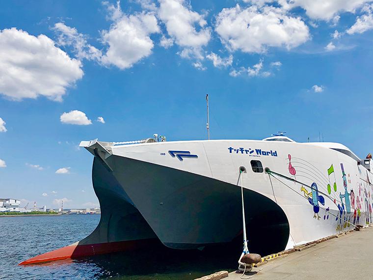 会場となる大型船「ナッチャンWorld」