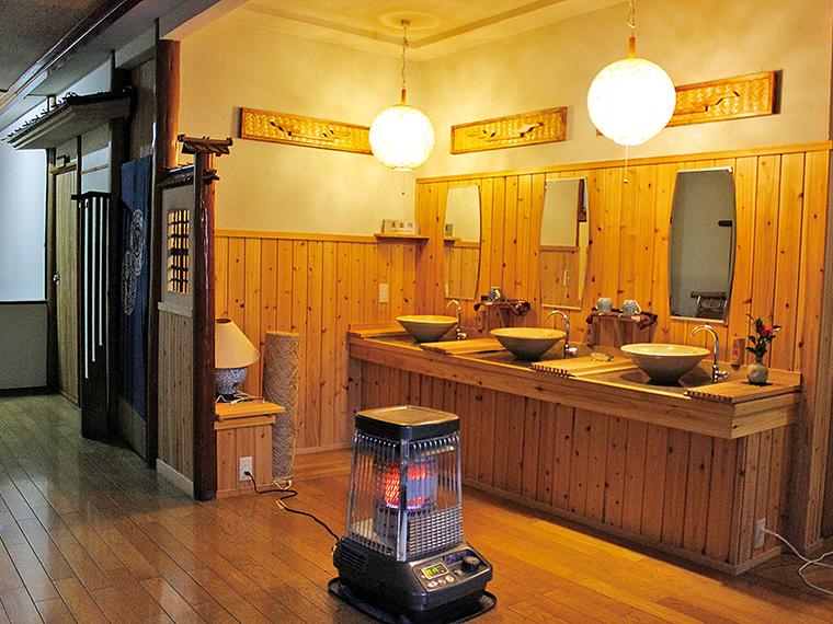 洗面所やトイレなどは改修されており、利用しやすい