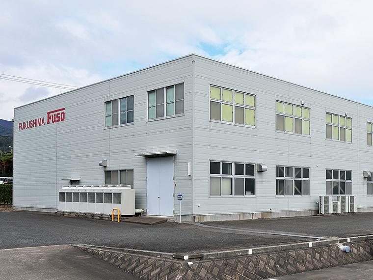 桑折工業団地内にある工場は、国道4号にも近く伊達市、福島市方面からの通勤にも便利な場所