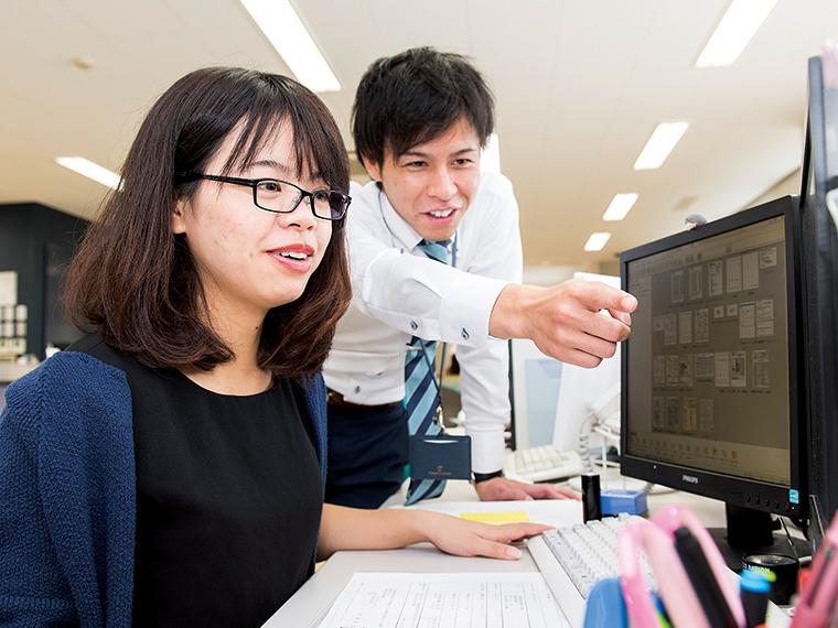 国際税務の整備を進めるグェンさん(写真左)と遠藤剛さん(写真右)。クライアントのニーズを探って一つひとつ形にしていく