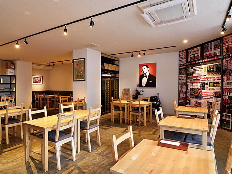 港町・ナポリのカフェをイメージした店内