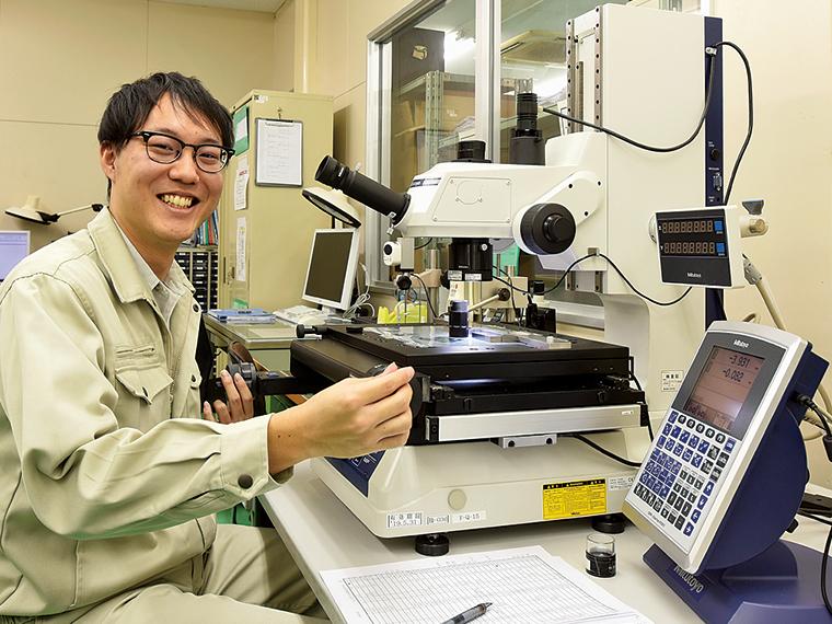 「身近なものを作っているという達成感があります」と話す吉田さんは、ものづくりに興味があり地元で働ける同社を選んだ