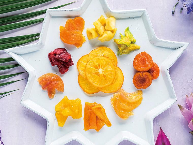 国産果実を使ったセミドライフルーツシリーズは、しっとりとした食感で人気