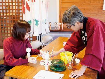「弥治郎こけし村」で絵付けを体験!こけしと一緒に、鎌先温泉を満喫しよう