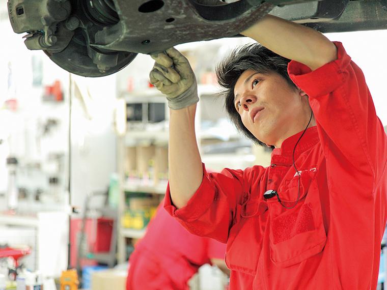 車検はリピーター率が6割を超え、整備職は人数が多く必要となるため、整備職と販売職の割合は6:4だという