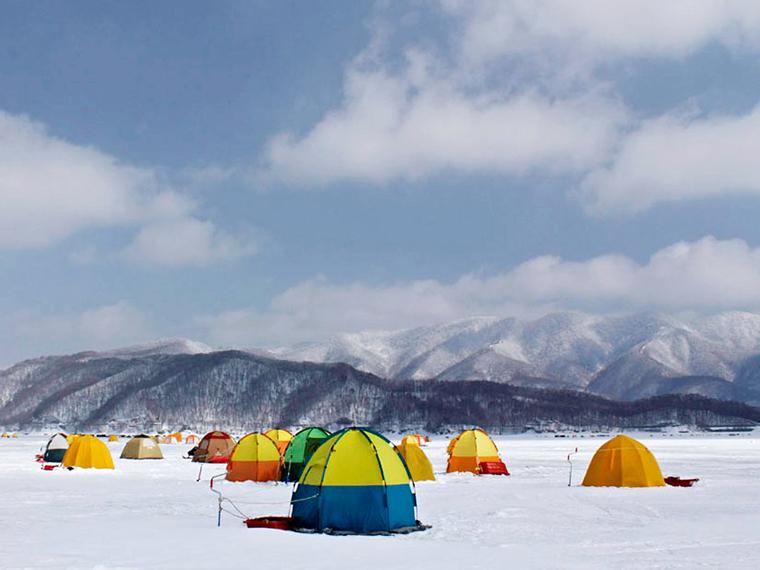 テントを張るのが氷上釣り
